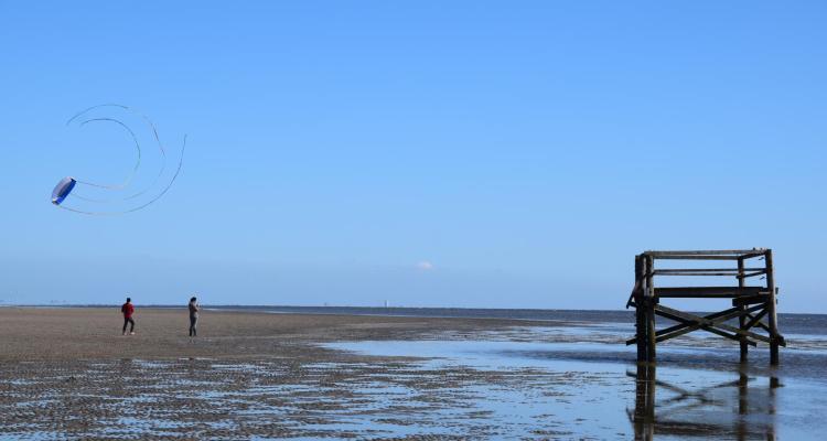 Schleswig-Holstein Drachen steigen Strand St. Peter Ording Nordsee
