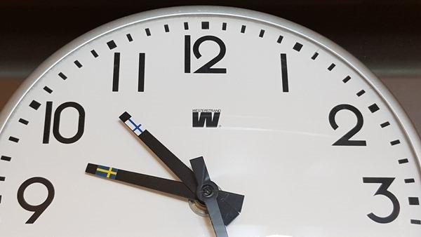 Zeitzonen Uhr Schweden Finnland Ostsee Kreuzfahrt Luxus-Fähre Tallink Silja Symphony Minikreuzfahrt