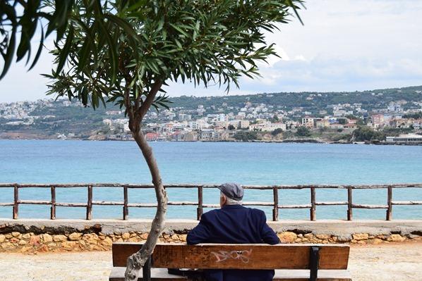 Parkbank an der Stadtmauer Chania Kreta Griechenland