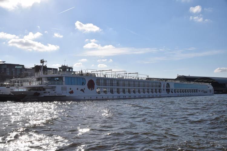 arosa flusskreuzfahrt rhein hafen amsterdam niederlande holland a-rosa aqua