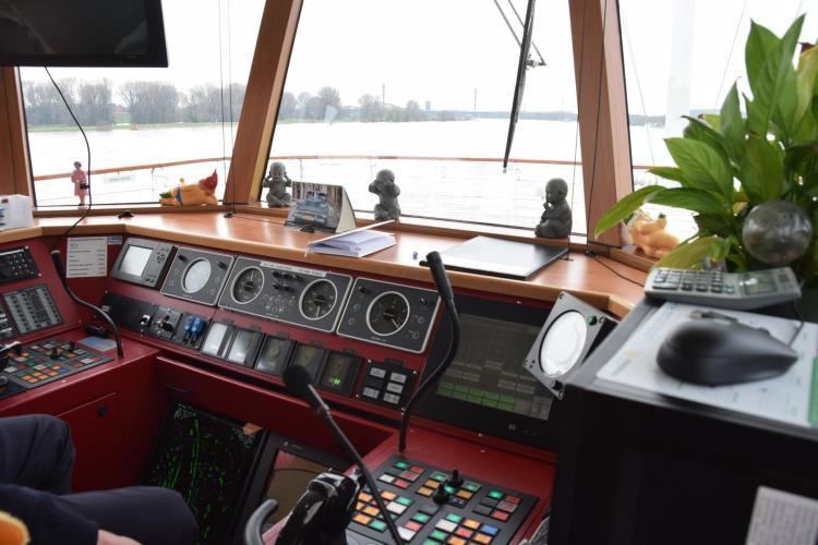 arosa flusskreuzfahrt flusskreuzfahrtschiff a-rosa aqua schiffsrundgang schiffsführung brücke ruderstand