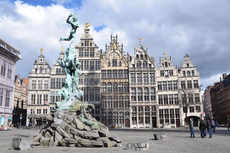 00 brabobrunnen antwerpen belgien a rosa flusskreuzfahrt rhein