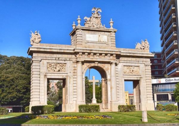 puerta de la mar valencia placa de la reina spanien aida familien kreuzfahrt