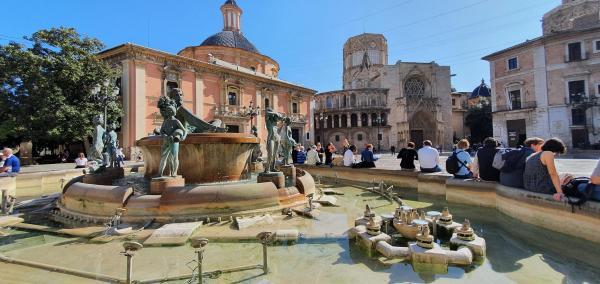 brunnen fuente del turia plaza de la virgen valencia spanien aida familien kreuzfahrt