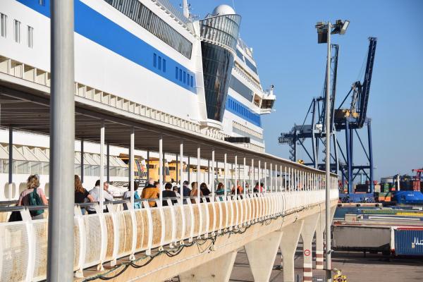 gangway hafen valencia spanien kreuzfahrtschiff aidamar aida familien kreuzfahrt