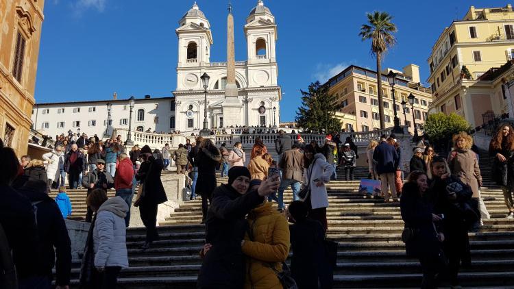 spaziergang selfie spanische treppe vormittags rom italien