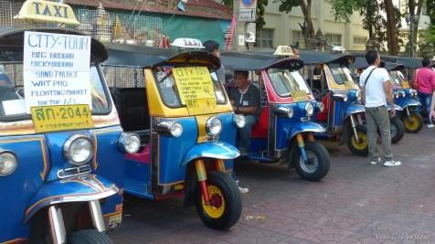 Tuktuks warten auf unbedarfte ErstlingsTouristen