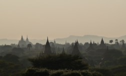 Dämmerung über Bagan