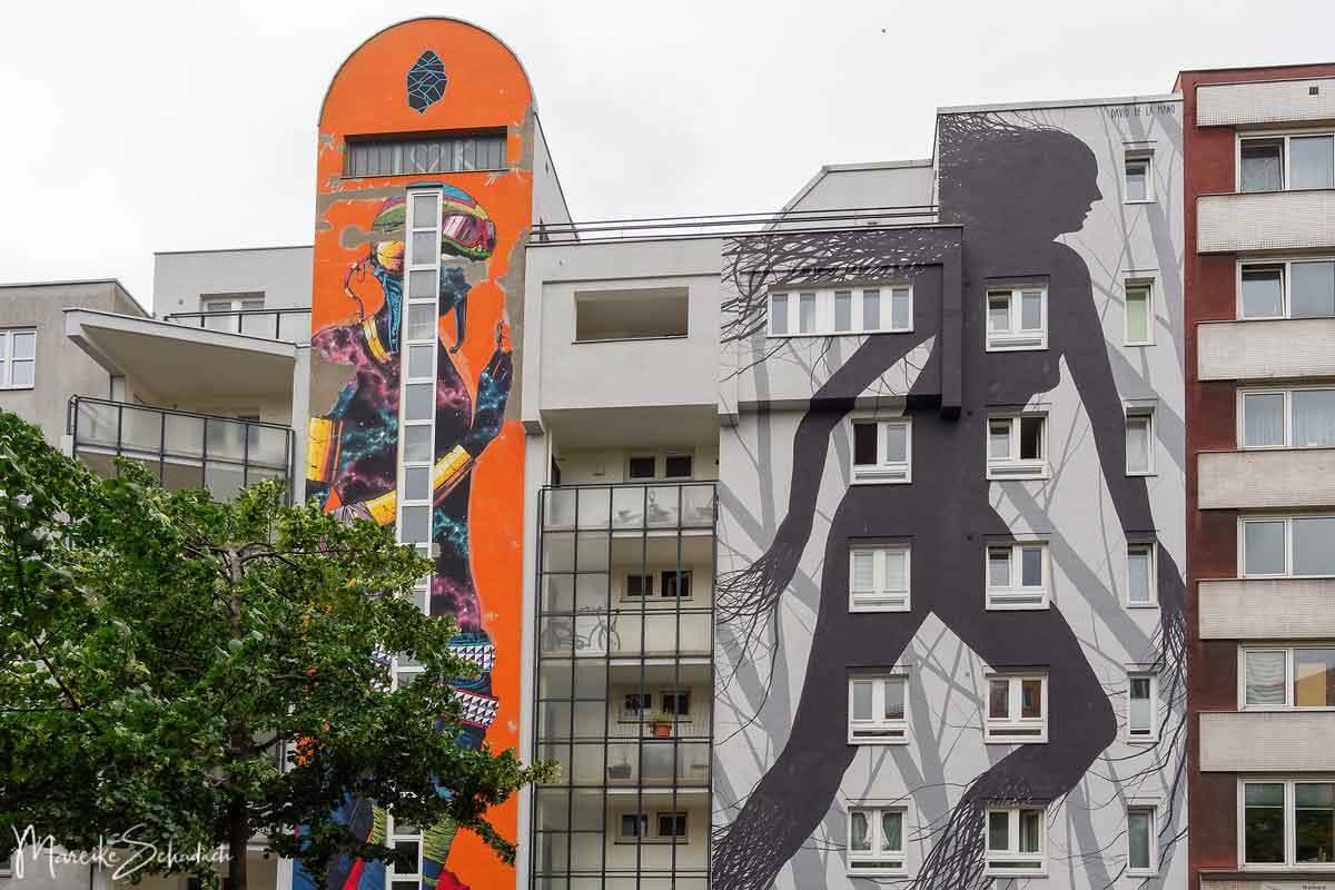DEIH XLF (links) und David de la Mano: Gray Habitat (rechts) - Bülowstraße 10