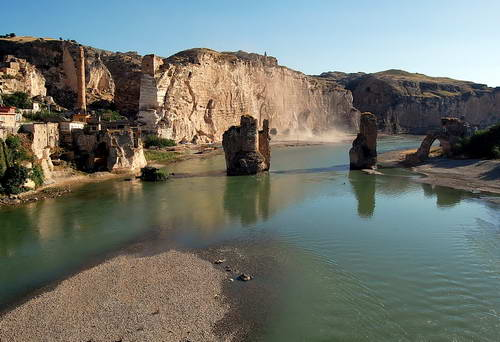 Hasankeyf on the Tigris (Dicle) River in southeastern Turkey. Photo by Ferrell Jenkins.