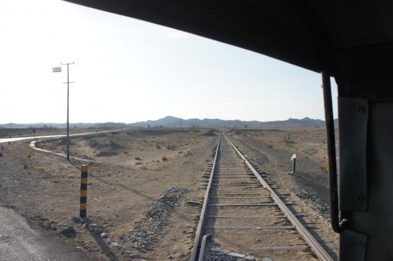 Bahnübergang 200 km vor Quetta (Strecke Taftan-Quetta)