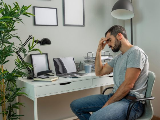 tired-man-sitting-his-home-desk800600