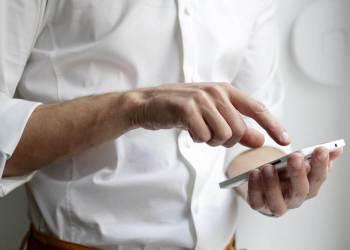 Do mobile phones emit EMF radiation?
