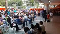 Público asistente a la feria de libreros independiente