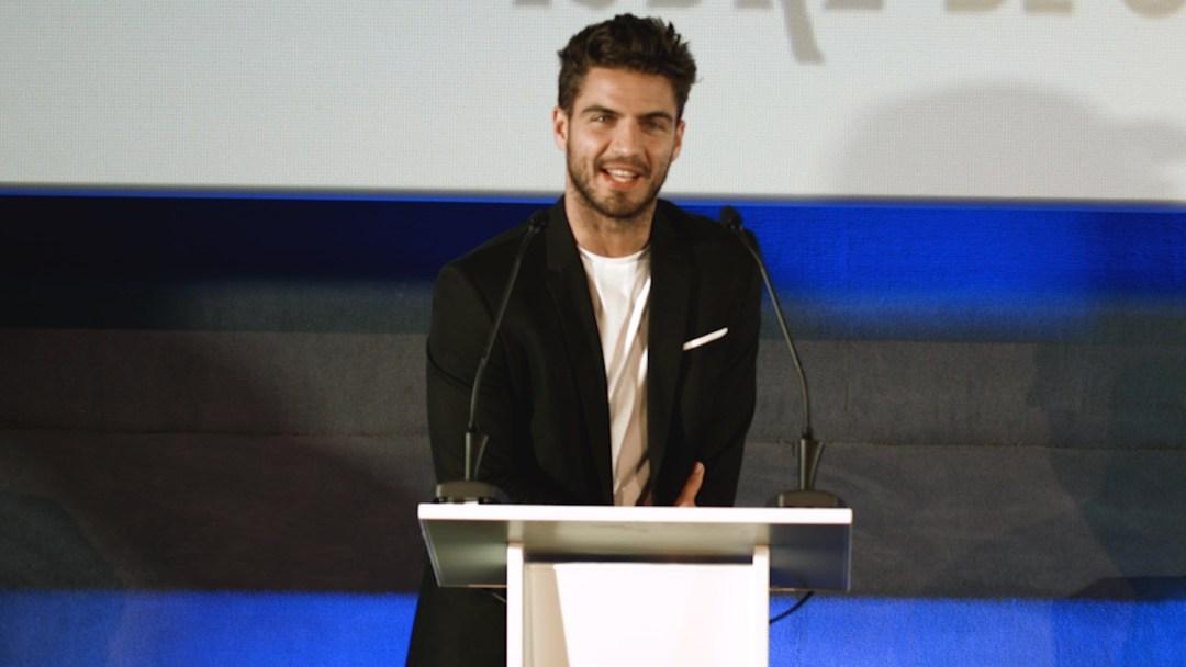 Maxi Iglesias en su intervención en la gala