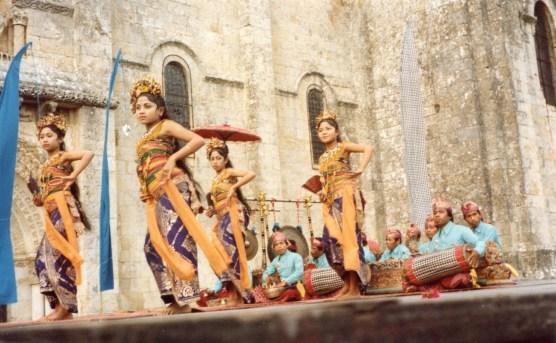!976 : les Danses sacrées de Bali à l'église Saint-Pierre
