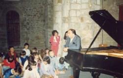 1982: Pierre BARBIZET : avec les enfants de l'école primaire