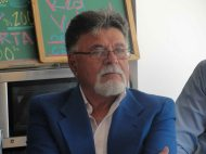 Víctor Vielma Molina escucha a los presentes