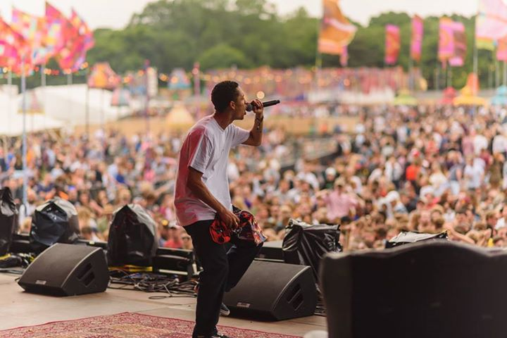 Flashback to the stunning Loyle Carner making his debut Common People appearance...