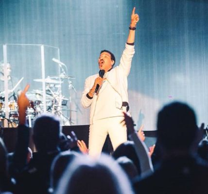 Another extraordinary night dancing with the legendary Lionel Richie  can't wait...