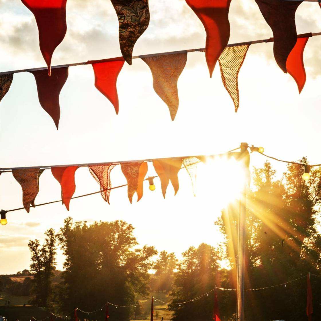 Sunshine and bunting...back in only 206 days ! #gb19 #witandwisdom  Book or sign...