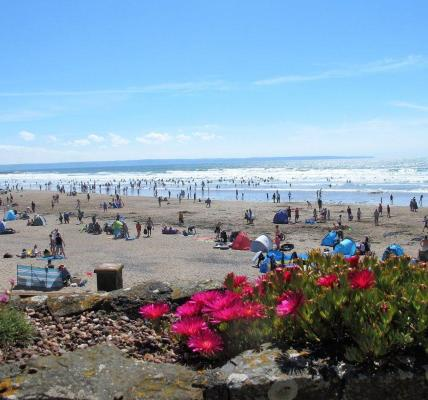 Clouds hanging just perfect Super busy on Croyde beach today .. Sun is shining ,...