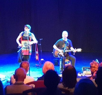 Some old style, good time acoustic blues from Max & Veronica in Piccolo.
