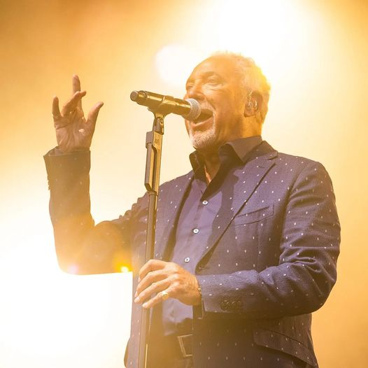 IT'S NOT UNUSUAL!  Throwback to the legend that is Tom Jones slaying the main st...