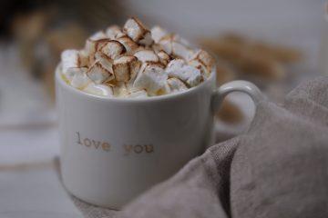 Varm hvit sjokolade - Hvit kakao! (Keto, Sukkerfri)