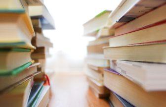 勉強のために積まれた本