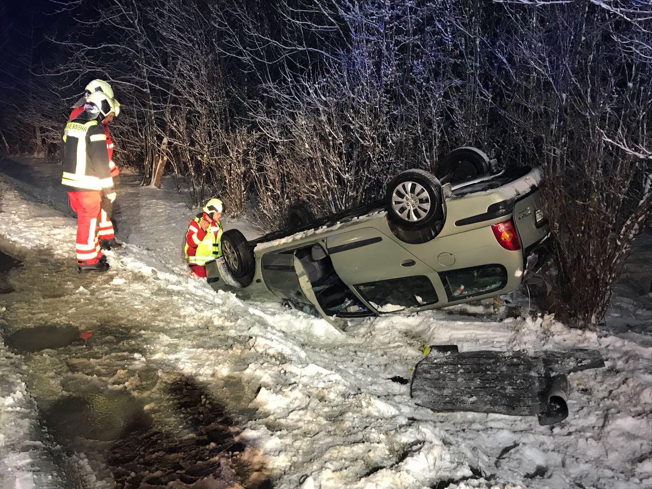 Verkehrsunfall – eingeklemmte Person