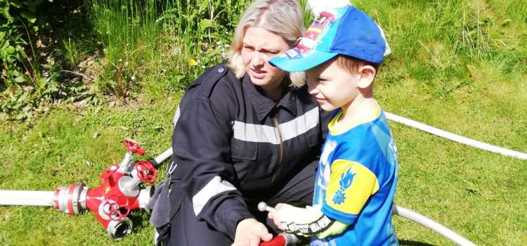 Feuerwehr Neumarkt im Kindergarten & Volkschule zu Besuch