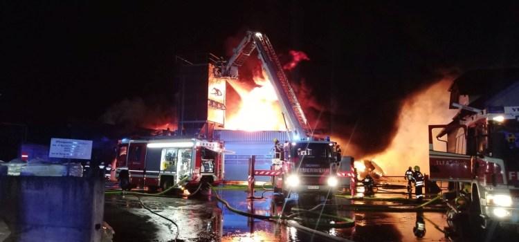 Brandeinsatz Fa. Empfinger Rindenmulch in Neumarkt/Ybbs