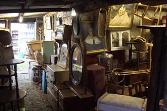 Inside_Furniture