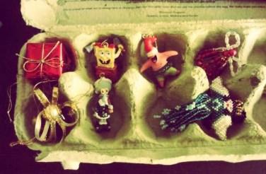organizing-christmas-ornaments