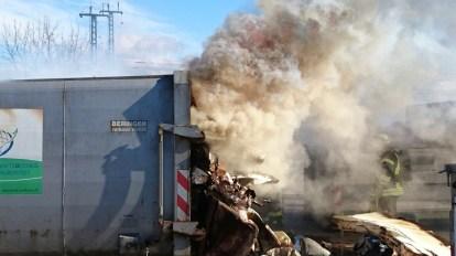 brennende Sperrmüllpresse
