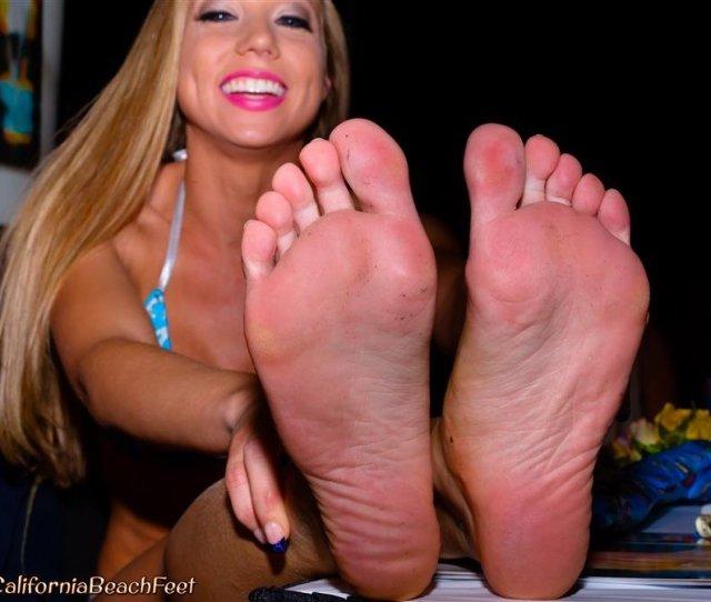 California Beach Feet Kara Bare Kara Mynor Shauna Lenne Heels Off Bare Feet Soles Foot