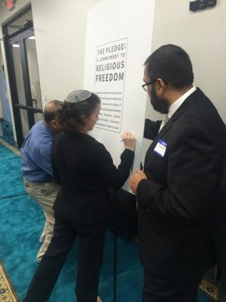 Rabbi Elana Zelony signs the Pledge