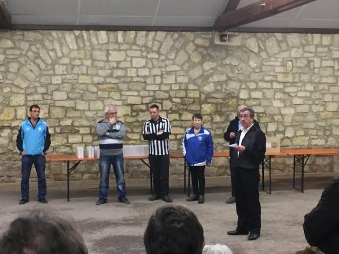 Christian Thomassier entouré de Bernadette Ducrot (comité Marne), Philippe Touchet (arbitre) et Jean-Pierre Hazeaux (Pétanque Vitryate)