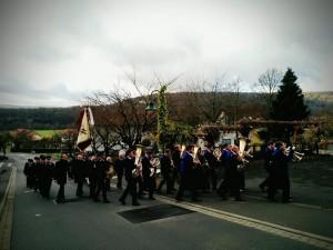 Die Kichenparade auf dem Weg zum Feuerwehrhaus.