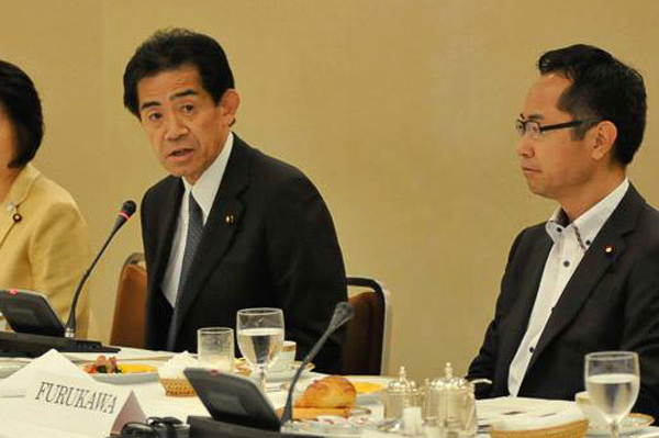 Co-chairs Rep. Ichiro Aisawa (left) and Rep. Motohisa Furukawa at a FGFJ Diet Task Force meeting