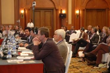 同理事会に出席する山本氏(向かって左側手前から3人目) ©The Global Fund