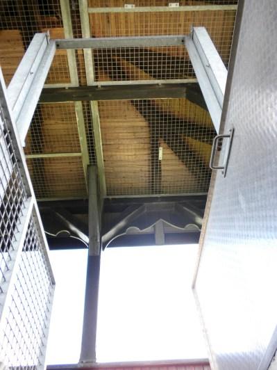 Blick in die Dachkonstruktion des Aussichtsturms.