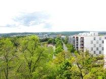 Blick vom Turm auf das neue Robert-Bosch-Krankenhaus. Bevor dieses gebaut wurde, war der Blick auf das Gelände der Flakbatterie frei.
