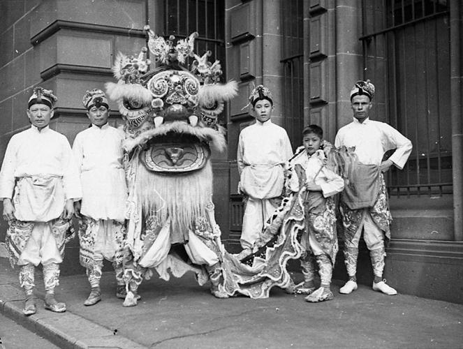 chinese australians celebrating the chinese new year.