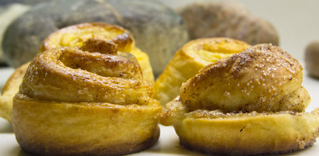 Traditional Swedish dessert cinnamon bun recipe