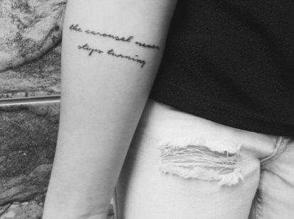 Foto: Tatuagem com a frase de Grey's Anatomy (citada na entrevista)