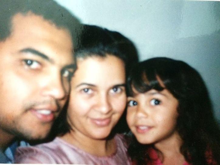 Foto: Isabelle com seus pais (2002)