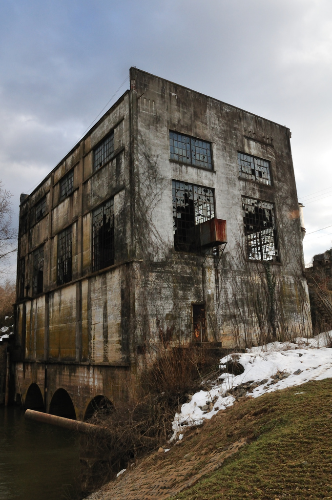 Here is a picture of the Embrey Power Station, which is now planned to become apartments and a restaurant.()