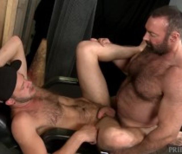Big Bear Daddy Brad Kalvo Fucks Younger Boys Hairy Ass
